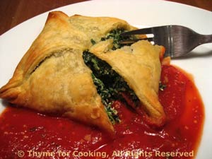 Spinach en Croute with Tomato Sauce