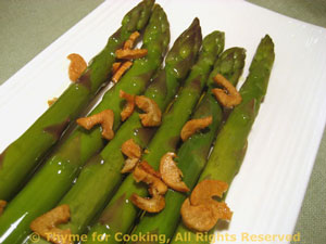 Baked Asparagus with Garlic Chips